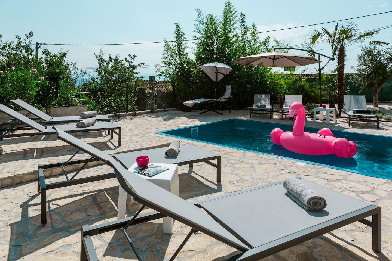 """VillaJolly"" private swimming pool"