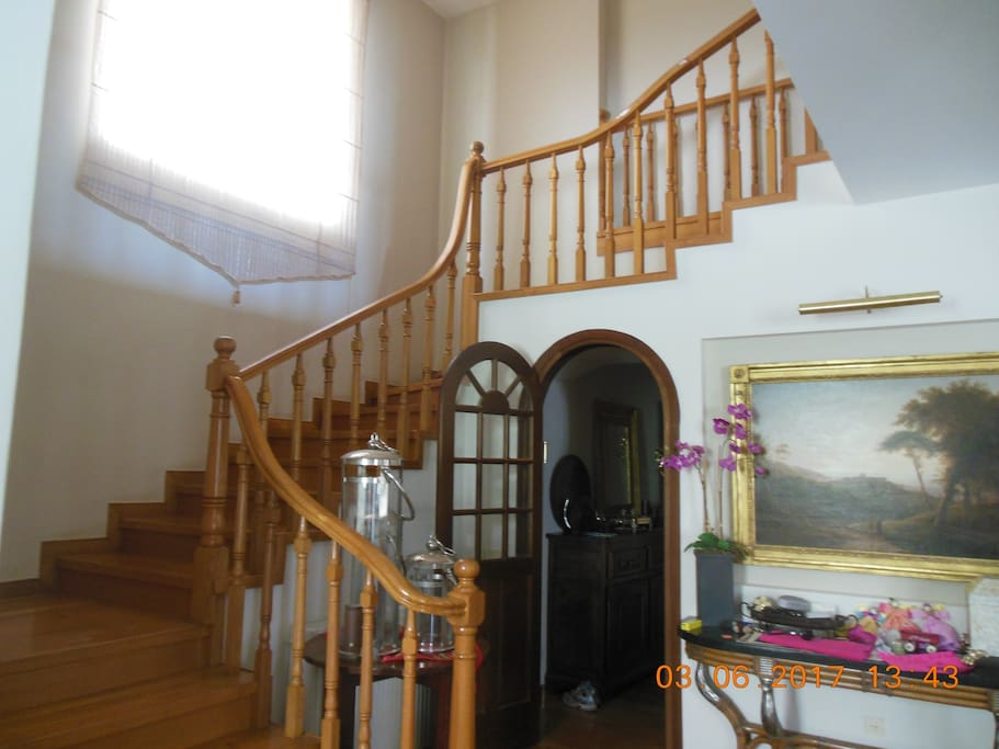 STAIRCASE TO PRIVATE ROOM