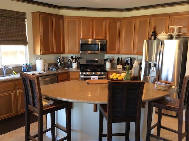 Private room in resort like home. - Chula Vista
