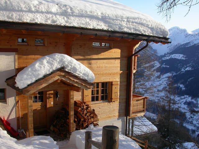 Chalet dans un village authentique suisse