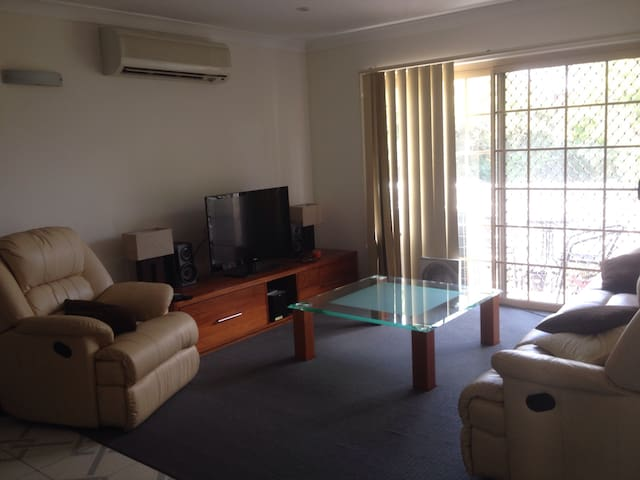 Great location, entire apartment - Indooroopilly - Wohnung