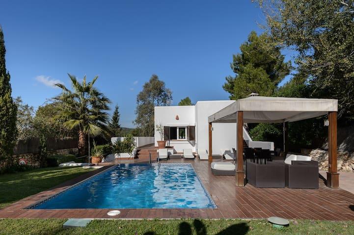 Luxury villa in Roca Lisa with 5 bedrooms,4 bathro