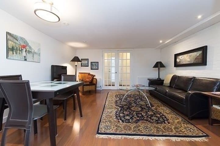 Awesome Bsmt  in Downtown Detached house