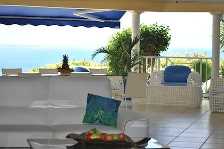 Magnifique haut de villa ,piscine et Wifi, Vue Mer - Case-Pilote - Villa