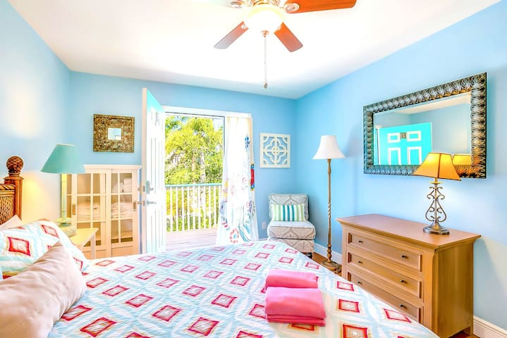 Book now for Christmas! Eight Steps to path of #1 Beach on Siesta Key! - Old Man and the Sea Inn (C)