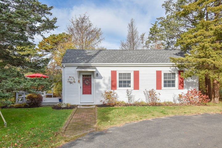 #521: Just 2 mins from Nauset Beach, outdoor shower, deck w/ outdoor dining!