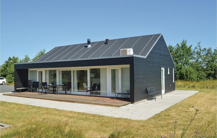 Holiday cottage with 3 bedrooms on 90m² in Brovst