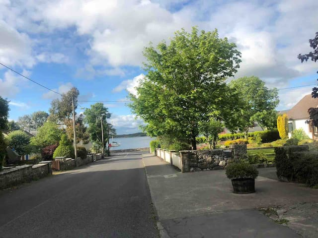 A  hidden gem in Centre of Kinvara. GLEBE COTTAGE