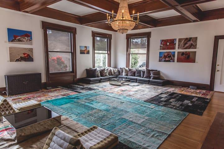 ROAM SF: Private Suite & Unique Living Experience