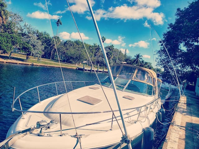 Gorgeous Las Olas Boat Sleeps 4