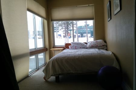 Slopeside Studio Condo. Across from chair 6(Cornice Lift).  Sleeps 3. Full Kitchen. One bath. Second floor.   1 minute walk to chair lift. Check conditions and  liftline from window.   Very comfortable queen bed. Twin window bed.  Can be combined with additional bedroom/bath.