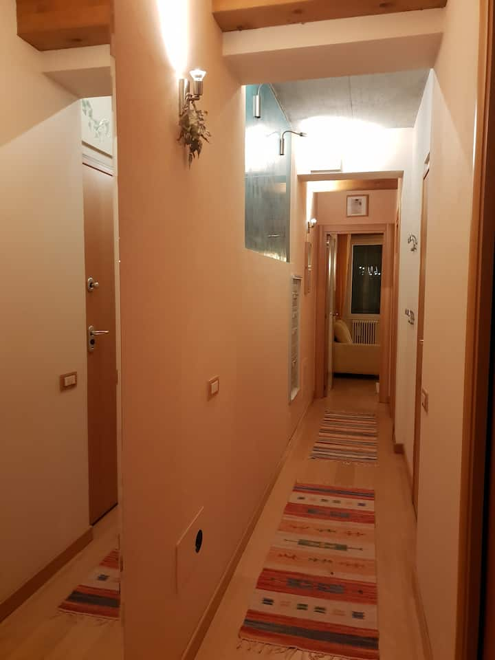 stanza in appartamento di pregio- no fumatori