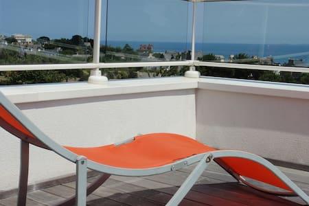 Chambre et terrasse vue sur mer et petit déjeuner - Saint-Cast-le-Guildo - Bed & Breakfast