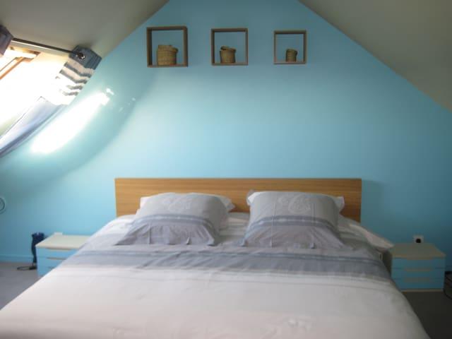 BIENVENUE CHEZ NOUS chambre turquoise