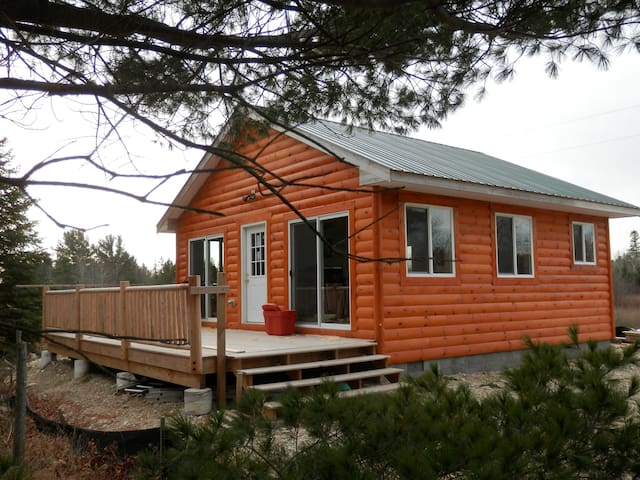 Pintals Wilderness Cabin - Carp Lake - Srub