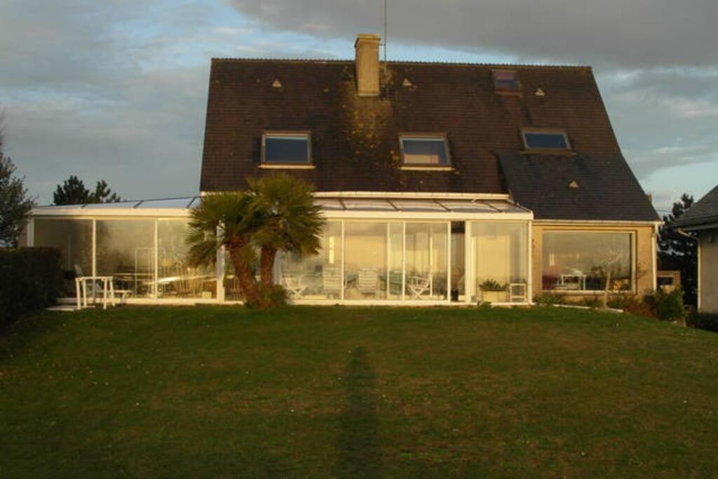 la maison en fin d'après-midi, côté mer