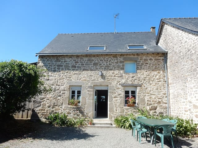 Stone house in a farmhouse (100m²)