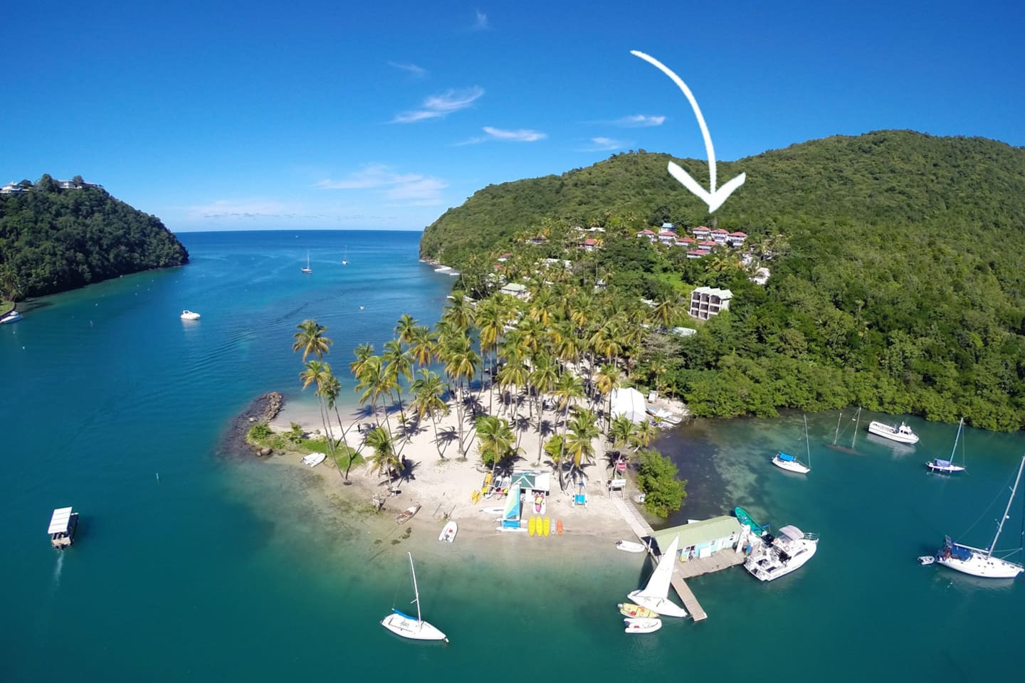 The beautiful Marigot Bay & location of our villas