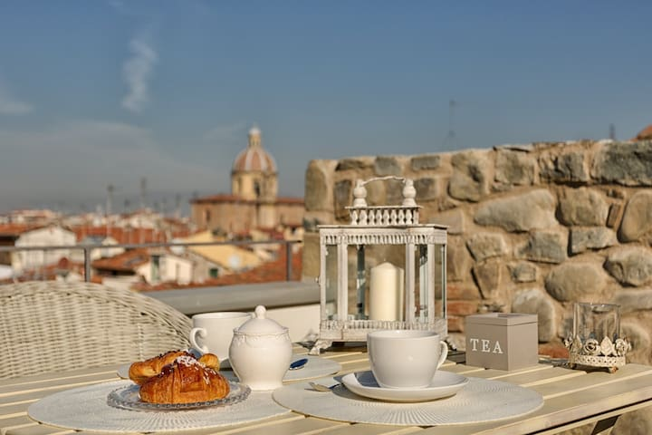 Serragli TERRACE with 360' views!