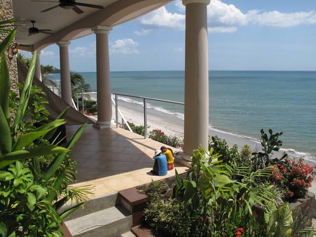 Beachfront Suite - The Triton - Playa Corona
