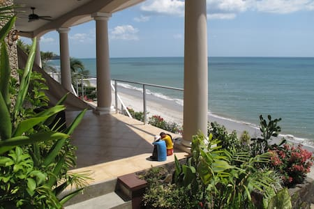 Beachfront Suite - The Triton - Playa Corona - Kondominium