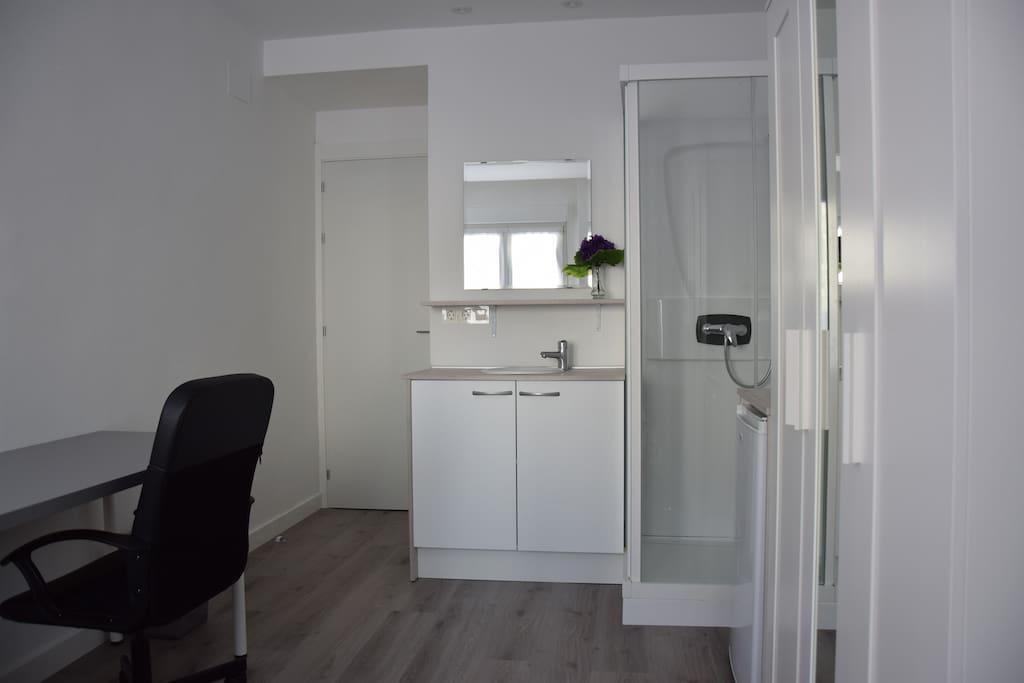 Suite 2p ducha lavabo wifi tv b apartamentos en for Ducha ya pamplona