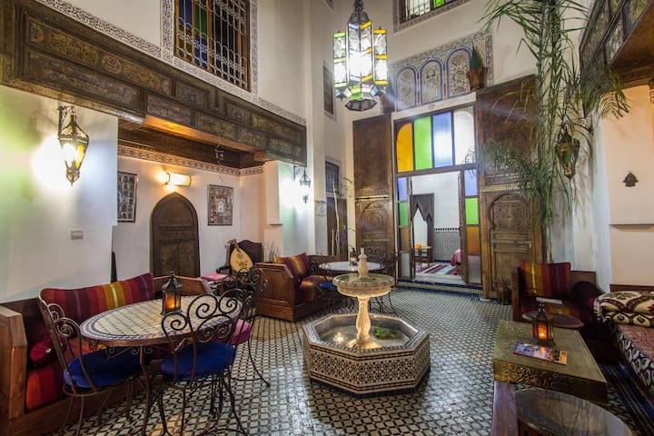 RIAD SUNRISE WOODING ROOM - Fes - Bed & Breakfast