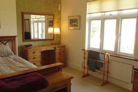Quiet room number 2, business/tourist/auto jumbles - Holbury - Ev
