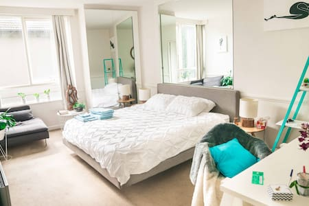 *Quirky Studio* WIFI | Parking | 5mins CITY/MCG - East Melbourne - Apartment