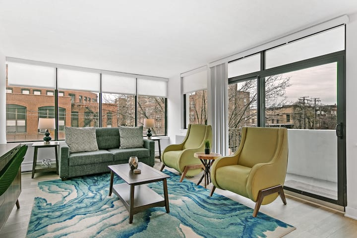 Bright Bold  & Bespoke 1-Bedroom Abode in Oak Park