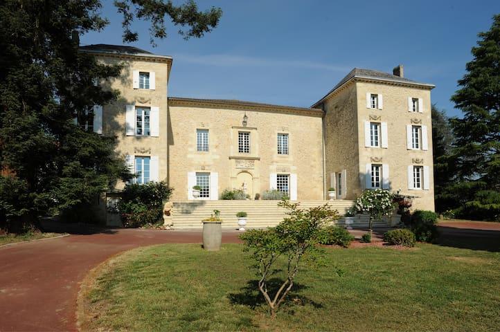 Chambre accèssible au château vinBX
