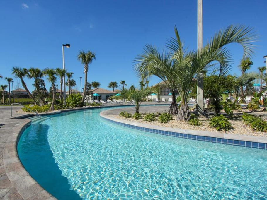 Resort pool with lazy river