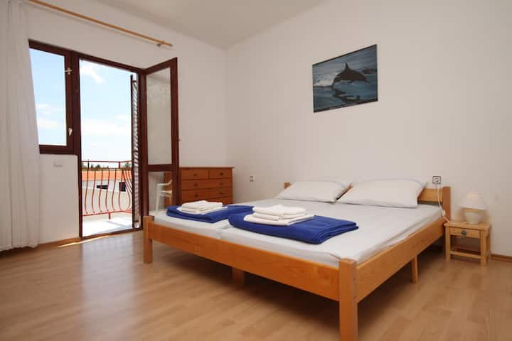 One bedroom apartment with balcony and sea view Starigrad, Paklenica (A-6431-b)