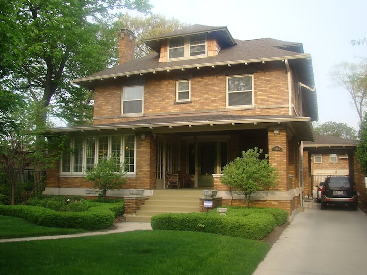 Large 5 bedroom home & carriage house in the City