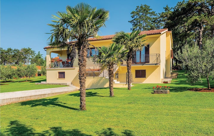 Stunning apartment in Nedescina with WiFi and 3 Bedrooms