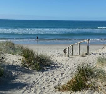 Hop, skip and jump to the beach - Tauranga - Casa