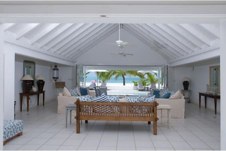 Antigua White House - Beachfront!