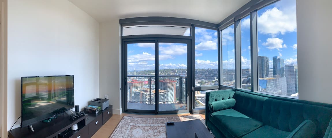 High Rise Luxury Apartment in Downtown Seattle