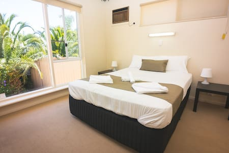 Wallaby's Retreat Seacombe  LARGE 5 bedroom house - Seacombe Heights - 独立屋