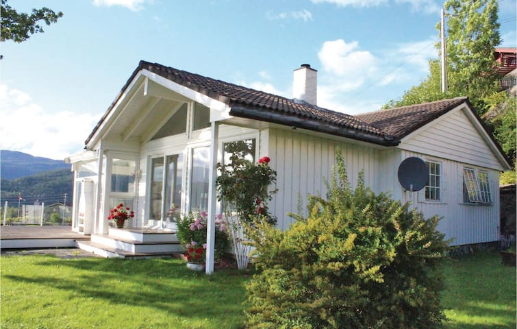 Holiday cottage with 3 bedrooms on 180 m² in Tysse
