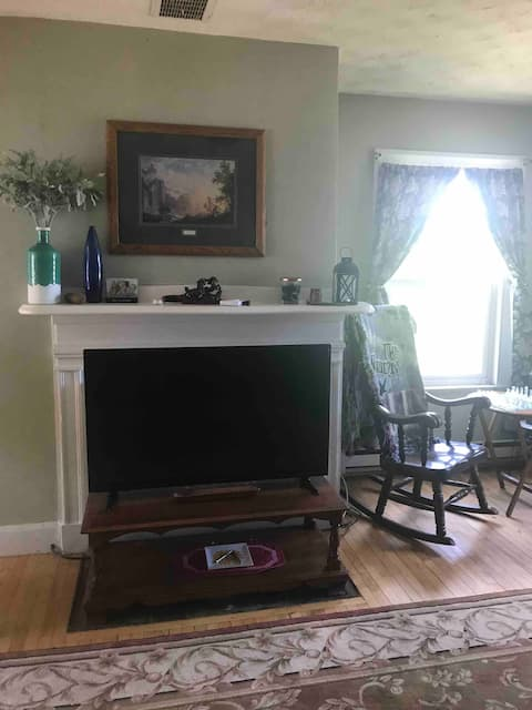 Large Upstairs 1 bedroom apartment