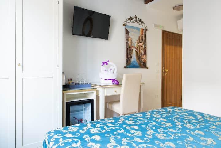 Venetian Style Room in Cannaregio