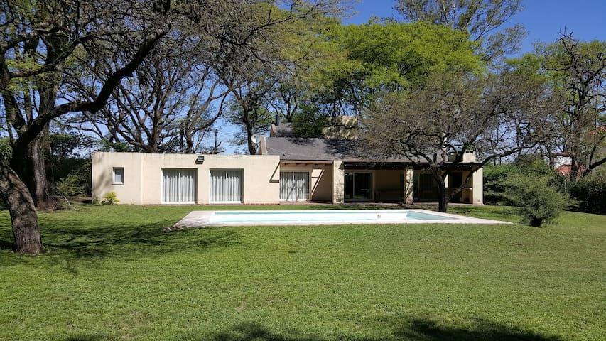VILLA ALLENDE Casa a cuadras del Córdoba Golf - Villa Allende - Rumah