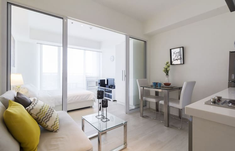 Chic 1BR Condo @ Azure Urban Resort - Parañaque