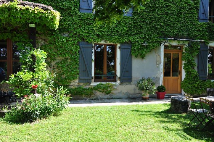 MAISON A LA CAMPAGNE - Lapeyrouse-Mornay - Ev