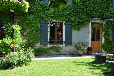 MAISON A LA CAMPAGNE - Lapeyrouse-Mornay - Hus