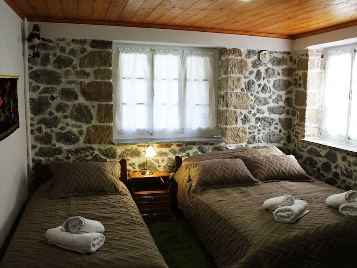 Casa di Fol (1 double and 1 single bed)