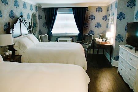 Royal Delft Room in The Mill Inn - Lynden