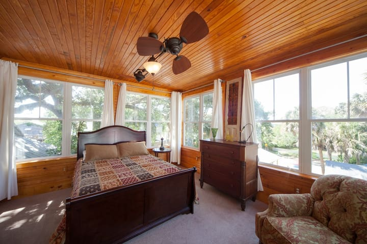 Queen Ann Suite~WoodenCastle - Folly Beach - Villa