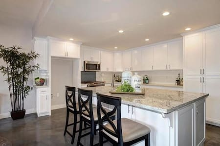 Large Kid Friendly Folsom Lake Home. Sleeps 10. - Granite Bay - Hus